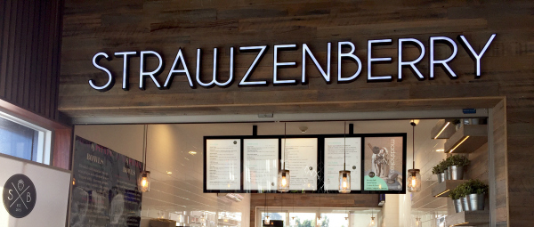 Strawzenberry Juice and Smoothie Bar Review